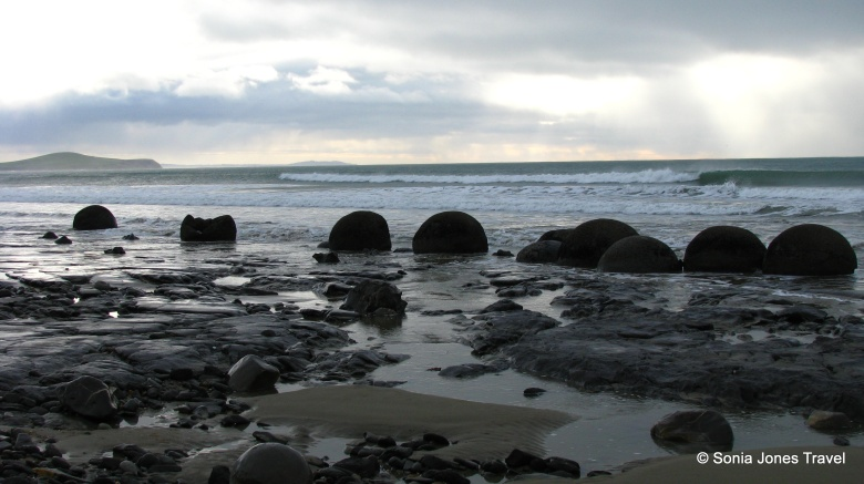 The surge of the surf towards Moeraki Boulders, NZ