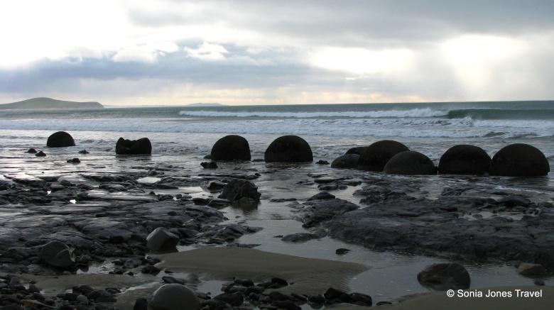 The surge of the surf towards Moeraki Boulders, NZ