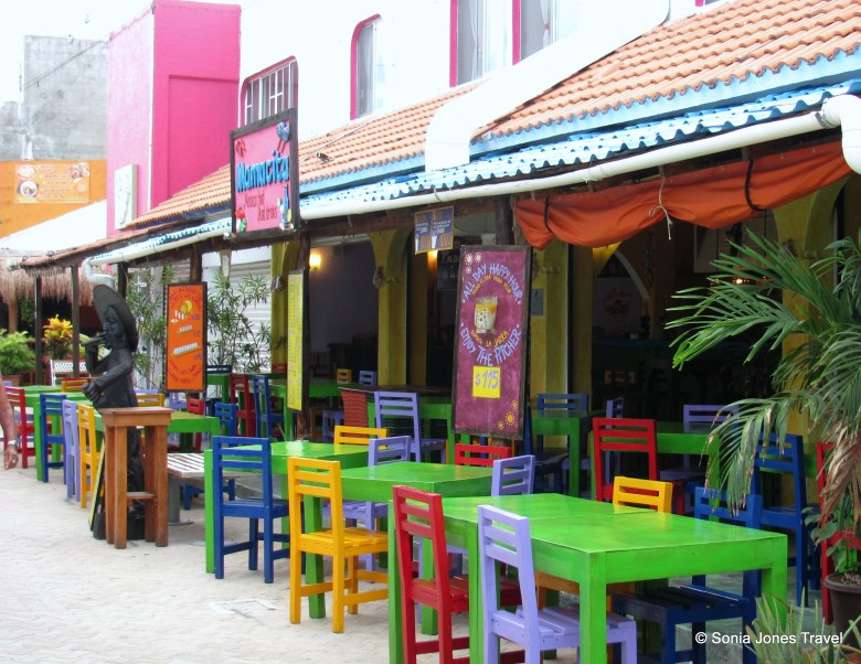 Colourful contrast, Isla Mujeres